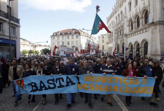 Ογκώδεις διαδηλώσεις κατά της λιτότητας στη Λισαβώνα | tovima.gr
