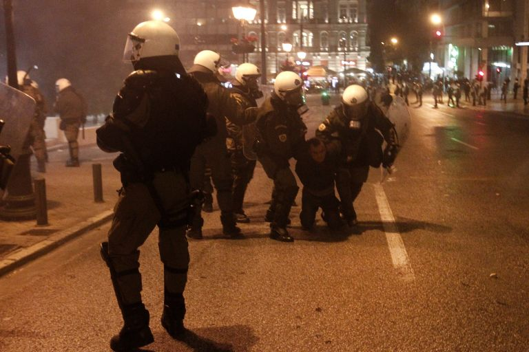 Ελεύθερος με περιοριστικούς όρους ο Τούρκος συληφθείς στο αντιφασιστικό | tovima.gr
