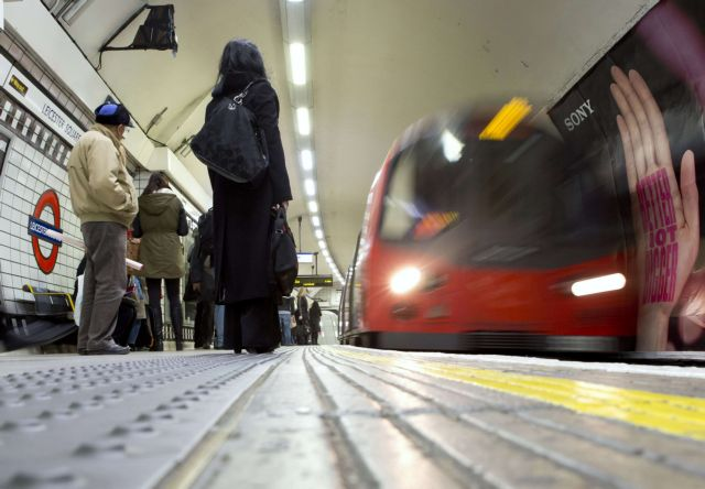 Γυναίκα έπεσε κάτω από βαγόνι στο Μετρό του Λονδίνου | tovima.gr