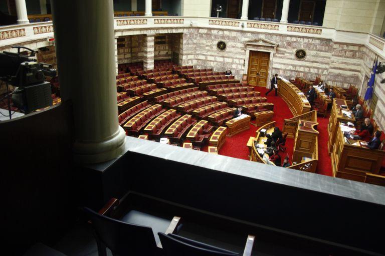 Βουλή: Πέρασε η τροπολογία για τις ημερομηνίες των εκλογών του Μαΐου | tovima.gr