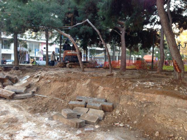 Βιοκλιματική η «Πηγάδα» μια πλατεία του 1870 στον Πειραιά | tovima.gr