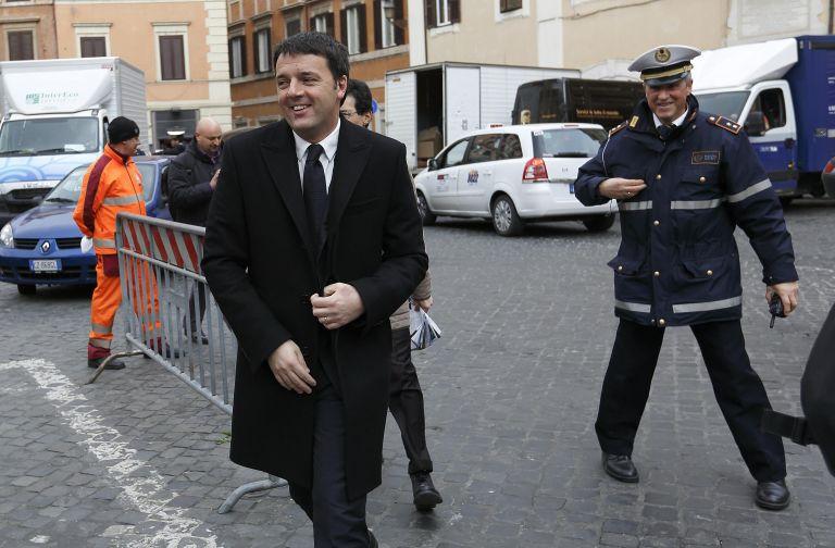 Ιταλία: Αντιμέτωπος με την πρώτη αρνητική δημοσκόπηση ο Ρέντσι   tovima.gr