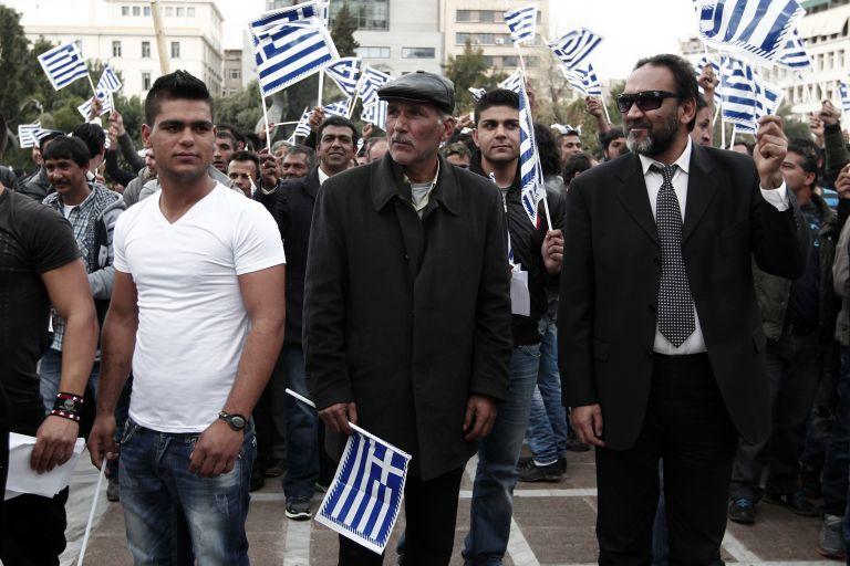 Ελληνες ρομά πραγματοποίησαν πορεία προς τη Βουλή | tovima.gr