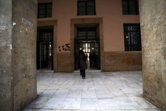 Μάστιγα το εμπόριο ναρκωτικών γύρω από τη Νομική Σχολή | tovima.gr