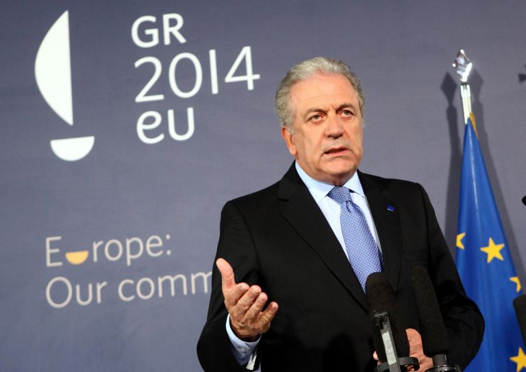 Ο Αβραμόπουλος στις Βρυξέλλες για τη σύνοδο υπουργών Αμυνας του ΝΑΤΟ | tovima.gr