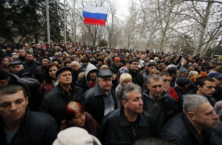 Ουκρανία: Η νέα ηγεσία εκφράζει φόβους για αποσχιστικές τάσεις στην Κριμαία   tovima.gr