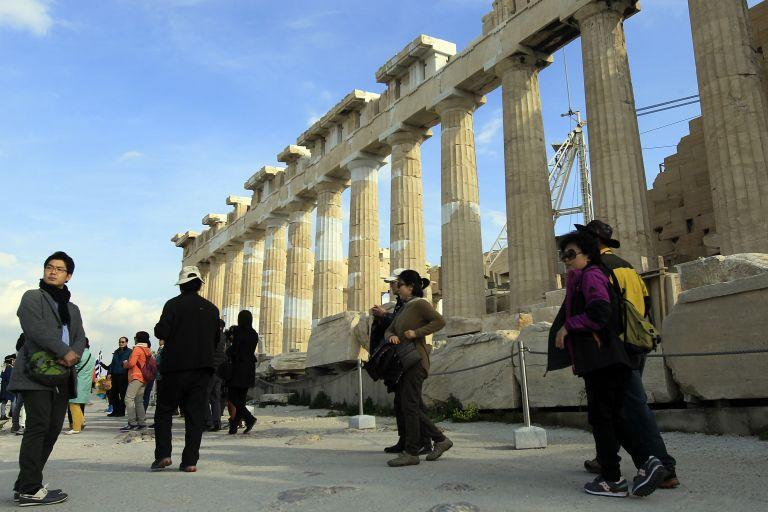 Απρόσκοπτος ξανά ο περίπατος των επισκεπτών προς τον Ιερό Βράχο | tovima.gr