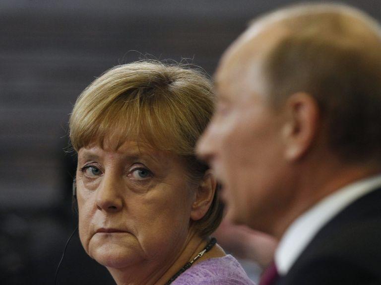 Die Welt: Η Μέρκελ κερνάει τον Πούτιν… γερμανικές μπυρές | tovima.gr
