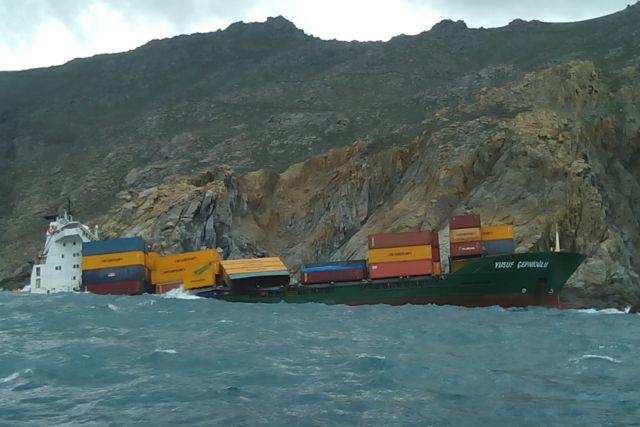 Μύκονος: Στάσιμη η κατάσταση μετά την προσάραξη του πλοίου-κοντέινερ | tovima.gr
