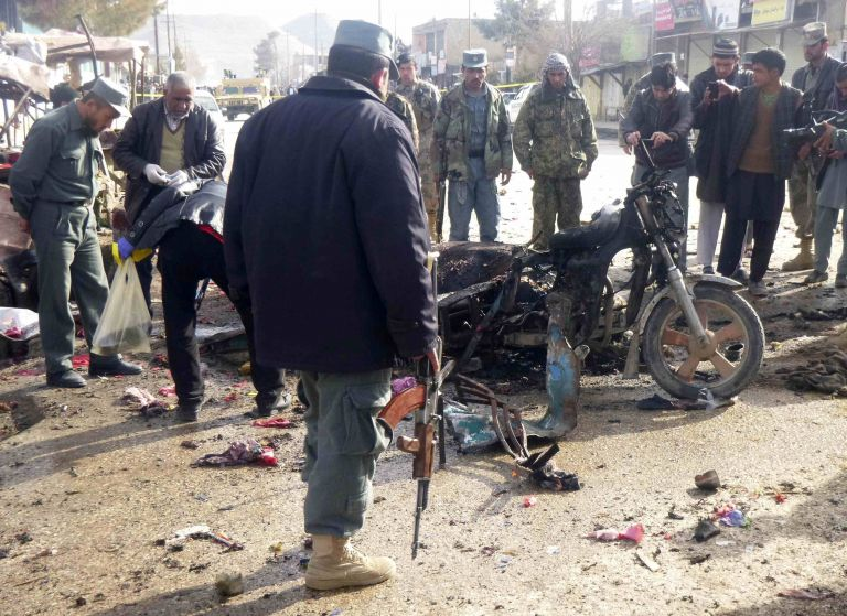 Eπίθεση αυτοκτονίας με 15 νεκρούς στο βόρειο Αφγανιστάν   tovima.gr