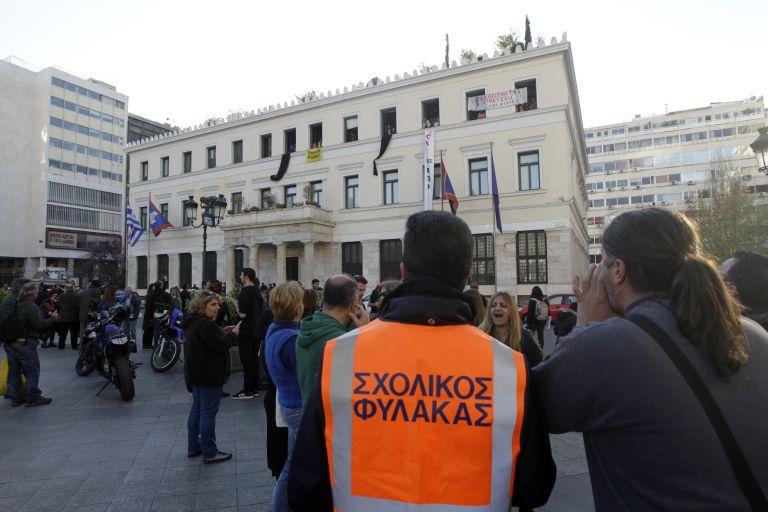 Εξπρές διαδικασίες για επιστροφή σχολικών φυλάκων στους δήμους   tovima.gr