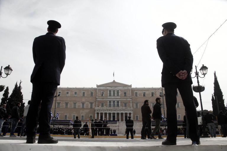 Βολές εκατέρωθεν στα μηνύματα της πολιτικής ηγεσίας για την 25η Μαρτίου | tovima.gr