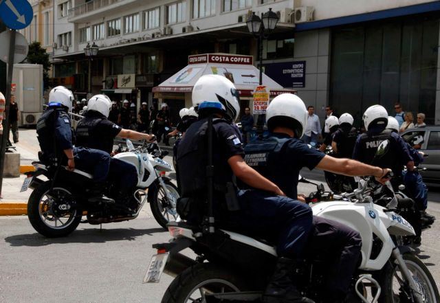 Αθώοι επτά αστυνομικοί για ξυλοδαρμό και κλοπή χρημάτων από αλλοδαπούς | tovima.gr