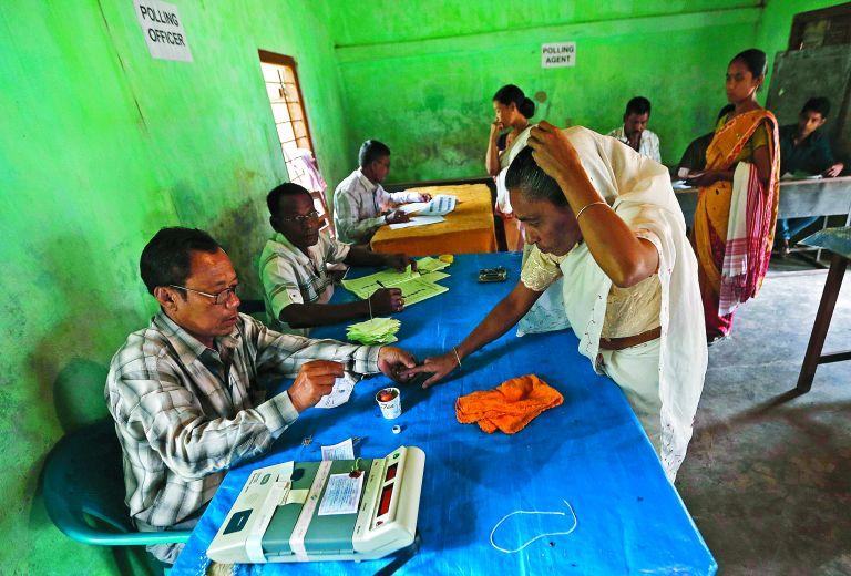 Ινδία: Στροφή δεξιά εν μέσω κρίσης- επιβραδύνεται η ανάπτυξη | tovima.gr