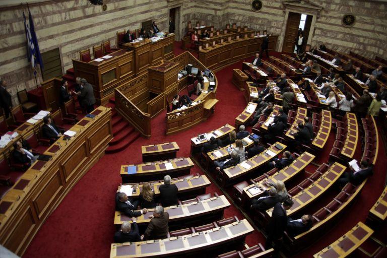 Ψηφίστηκε με 141 «υπέρ» έναντι 98 «κατά» η ρύθμιση για τις λαϊκές αγορές | tovima.gr