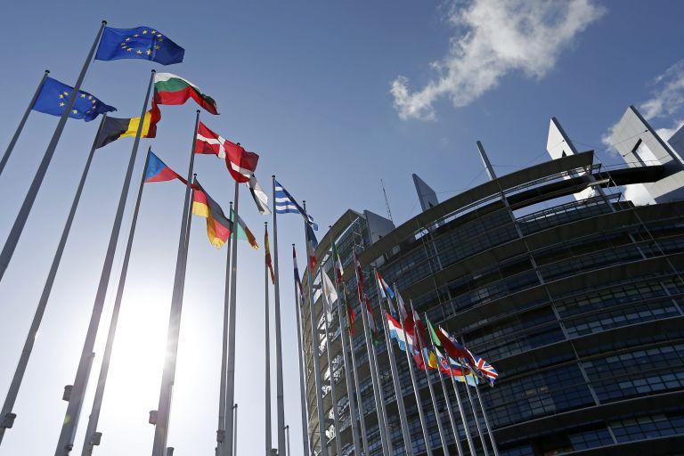 FT: Τη δημιουργία επενδυτικών ταμείων εξετάζει η Κομισιόν | tovima.gr