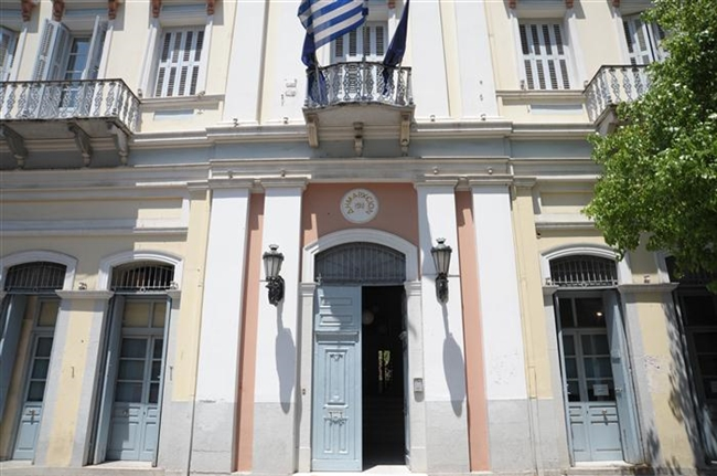 Municipal employees occupy mayor's office in Patra   tovima.gr