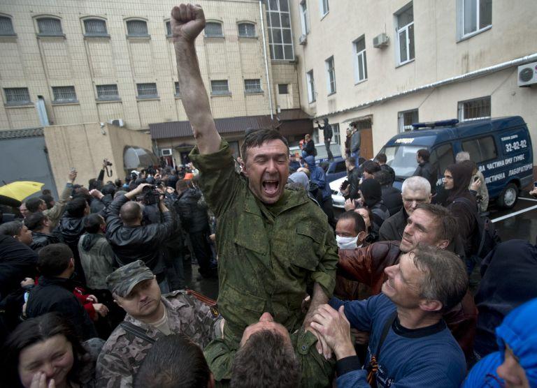 Ουκρανία: Επίθεση φιλορώσων στο αρχηγείο αστυνομίας της Οδησσού | tovima.gr