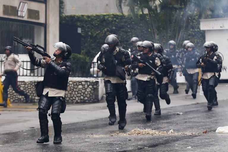 Βενεζουέλα:Επεισόδια με νεκρό σε διάλυση κατασκήνωσης διαδηλωτών | tovima.gr