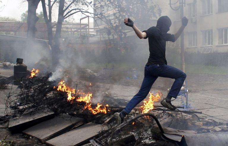 Πούτιν:«Η Ρωσία έγινε ισχυρότερη με την Κριμαία» – Δεκάδες νεκροί σε συγκρούσεις στη Μαριούπολη της Ουκρανίας   tovima.gr