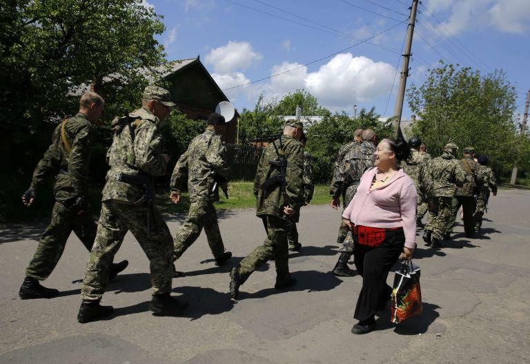 Σλαβιάνσκ: Ο φιλορώσος δήμαρχος ζητά παρουσία ρωσικών στρατευμάτων   tovima.gr