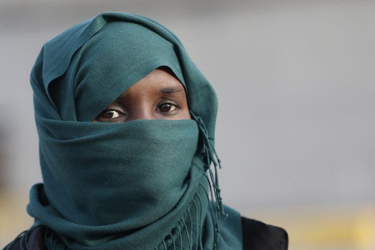 Σομαλία: Ισλαμιστές δολοφόνησαν γυναίκα επειδή δεν φορούσε μαντίλα | tovima.gr