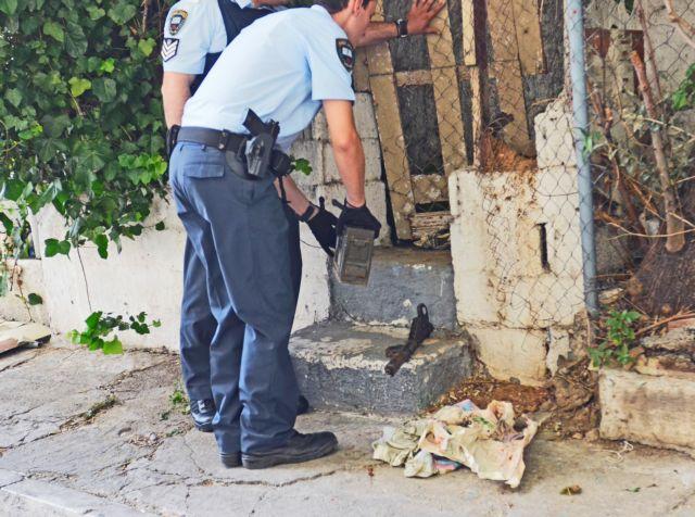 Μυστήριο με οπλισμό που εντοπίστηκε κοντά στο κτίριο του ΔΟΛ | tovima.gr