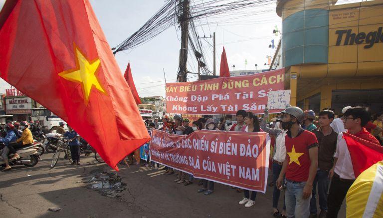 Τουλάχιστον 20 οι νεκροί στις αντικινεζικές διαδηλώσεις του Βιετνάμ | tovima.gr