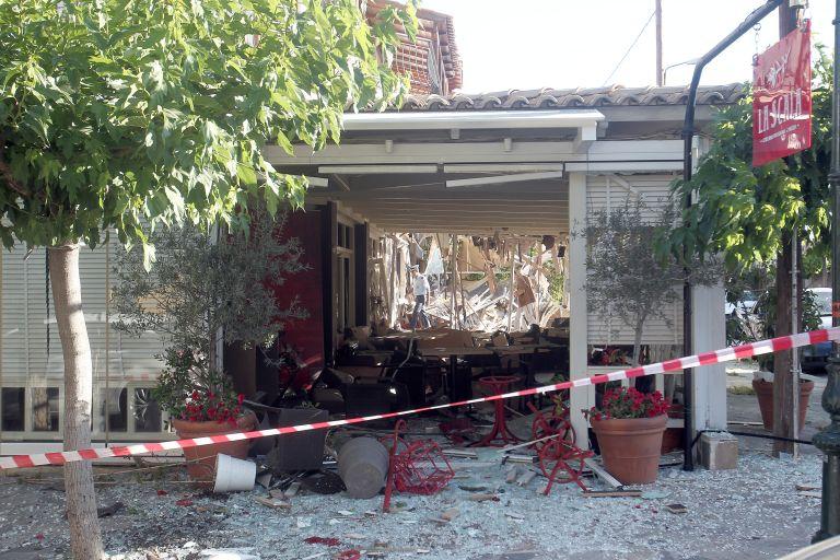 Υπολείμματα μιας… πόρτας αποκάλυψαν βομβιστική επίθεση στη Νέα Ερυθραία | tovima.gr