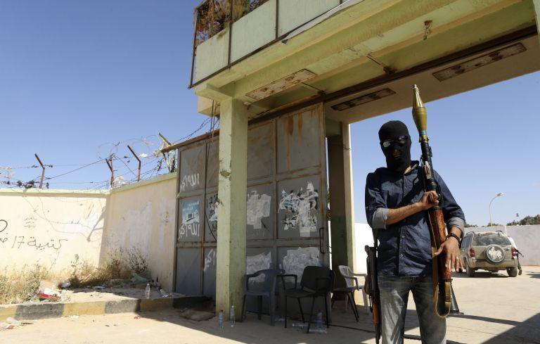 Τουλάχιστον 79 νεκροί από συγκρούσεις στη Λιβύη   tovima.gr