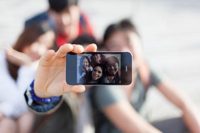 Εσείς πόσες selfies βγάζετε; | tovima.gr