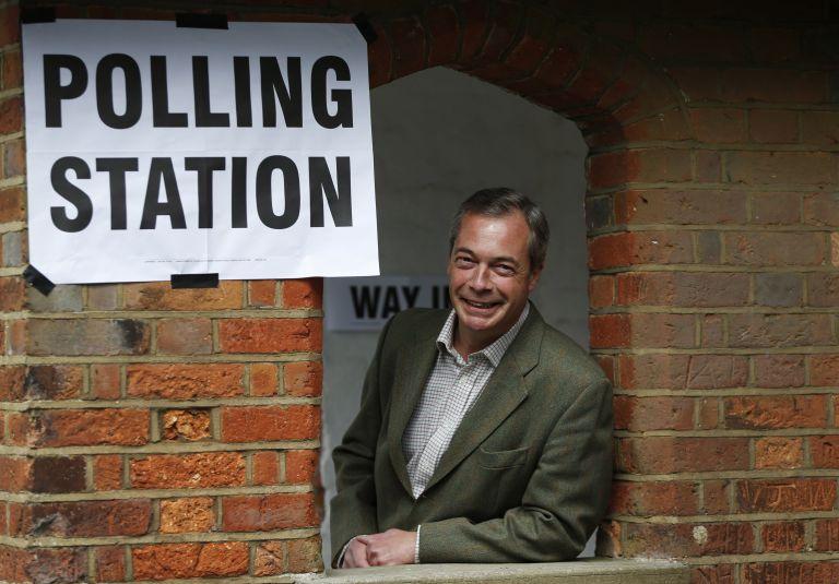 Βρετανία: Κερδίζει έδαφος το κόμμα του Φάρατζ στις τοπικές εκλογές   tovima.gr