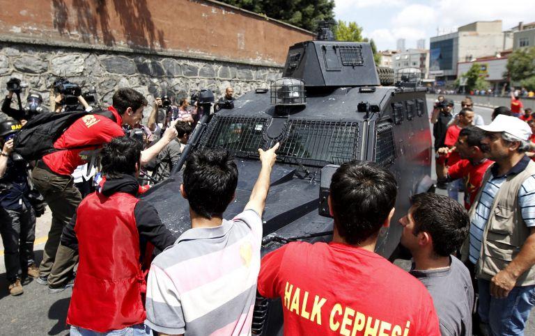 Τουρκία: Τραυματισμός 30χρονου από πυροβολισμό ανοίγει νέο κύκλο οργής | tovima.gr