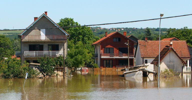 Ηρθη η κατάσταση έκτακτης ανάγκης στην Σερβία – Στους 33 οι νεκροί | tovima.gr