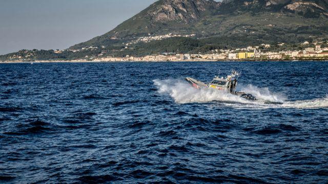 Μυτιλήνη: Τουρκική θαλαμηγός εμβόλισε σκάφος της Frontex | tovima.gr