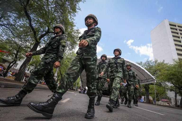 Ταϊλάνδη: Υπό κράτηση η πρώην πρωθυπουργός μετά το πραξικόπημα | tovima.gr