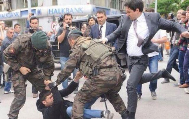 «Ο σύμβουλος του Ερντογάν με κλώτσησε χωρίς να προκαλέσω» | tovima.gr