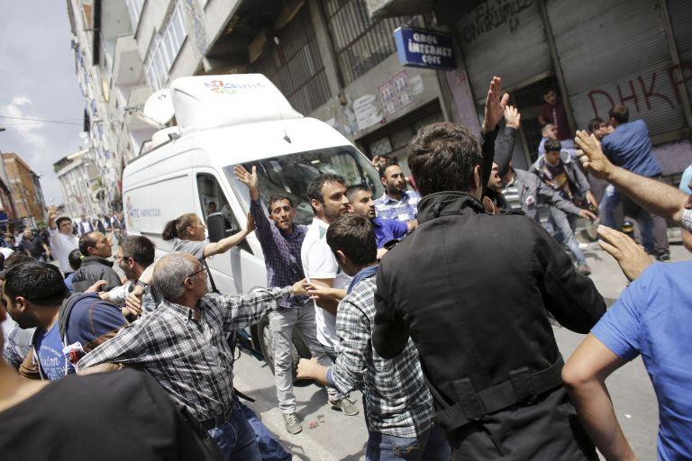 «Πέθανε και τελείωσε» λέει ο Ερντογάν σε διαδηλωτές για 15χρονο Ελβάν   tovima.gr