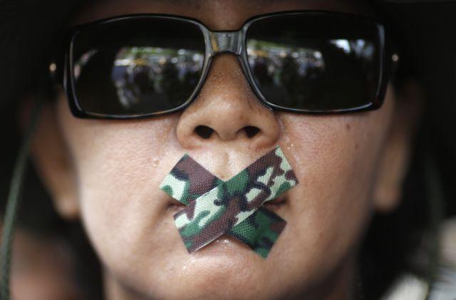Ταϊλάνδη-στρατός: Η πρώην πρωθυπουργός κρατείται «για να σκεφτεί» | tovima.gr