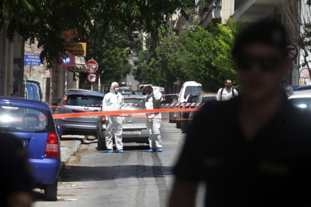 Shots fired against central PASOK offices in downtown Athens | tovima.gr