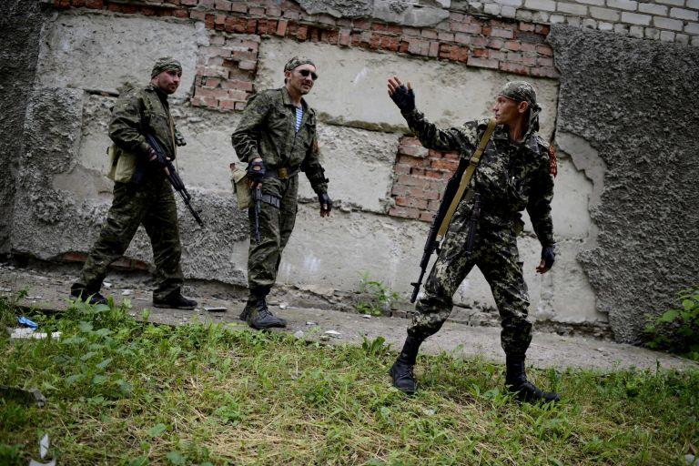 Παρατηρητές του ΟΑΣΕ κρατούν οι φιλορώσοι του Σλαβιάνσκ | tovima.gr