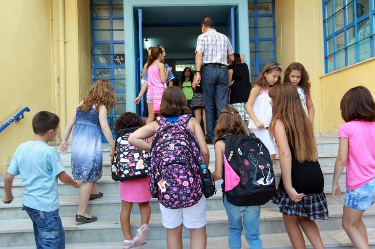 Γαβρόγλου: Εξετάζεται αλλαγή ωραρίου στα σχολεία – Εναρξη στις 9 το πρωί | tovima.gr