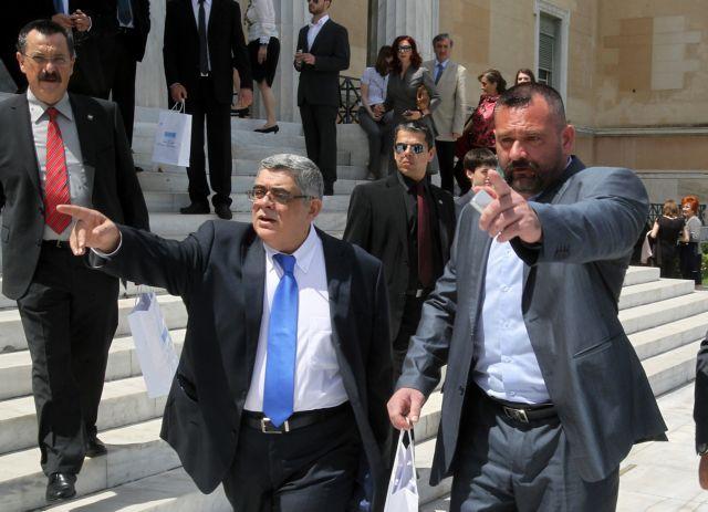 Michaloliakos, Lagos and Pappas taken to Parliament | tovima.gr
