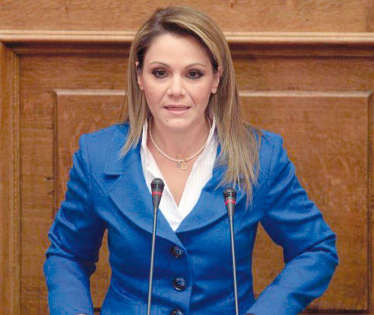 Θα ψηφίσει υπέρ του Σταύρου Δήμα η βουλευτής Μίκα Ιατρίδη | tovima.gr