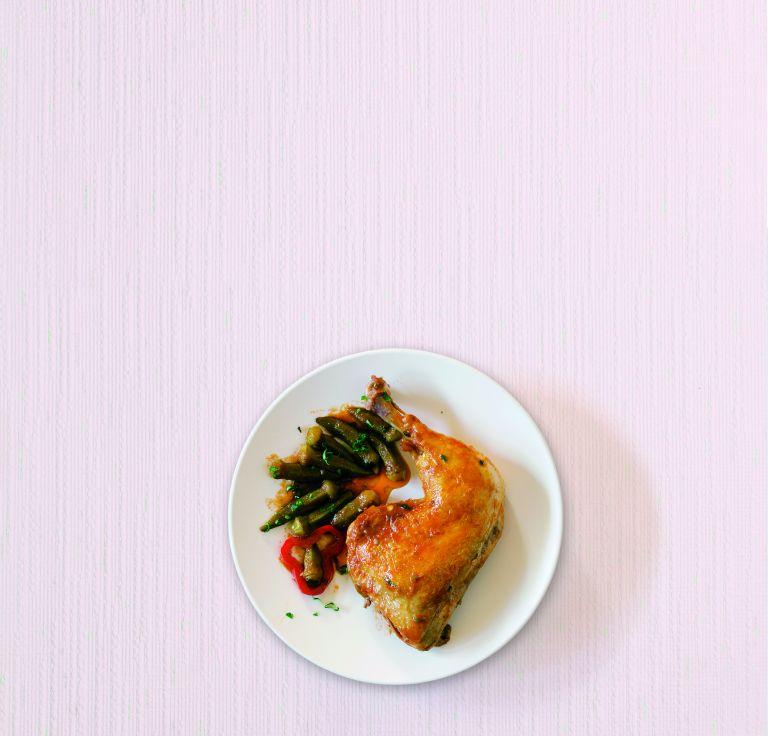 Κοκκινιστό κοτόπουλο με μπάμιες | tovima.gr
