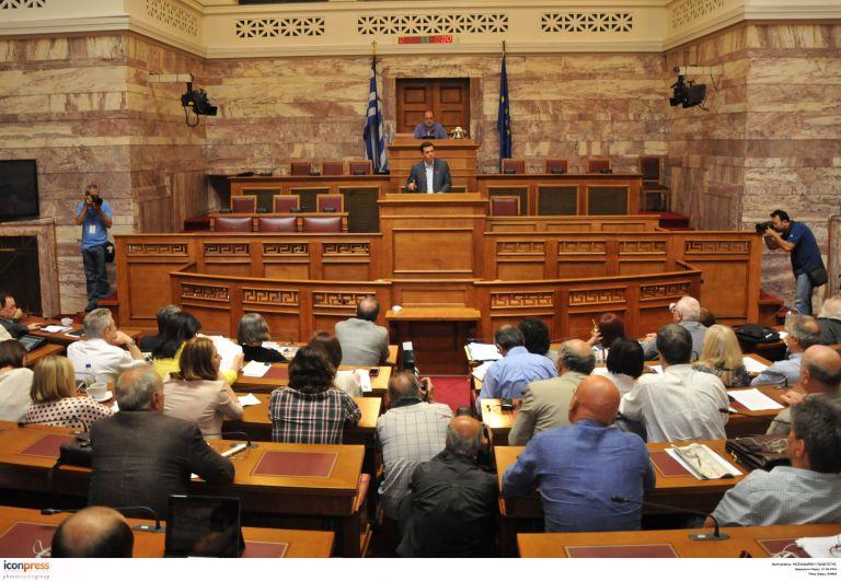 ΣΥΡΙΖΑ: Από την κόντρα για το ευρώ, στο… γήπεδο της ΑΕΚ | tovima.gr