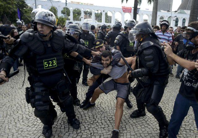 Το Παγκόσμιο Κύπελλο διχάζει τη Βραζιλία | tovima.gr