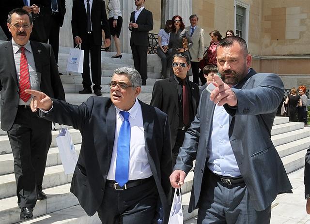 «Μαχαιρώματα» για διαφθορά και οικογενειοκρατία   tovima.gr
