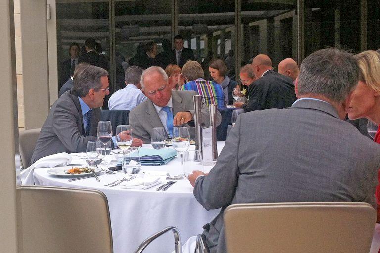 Τι συζήτησαν στη σύντομη συνάντησή τους Σαμαράς-Σόιμπλε | tovima.gr