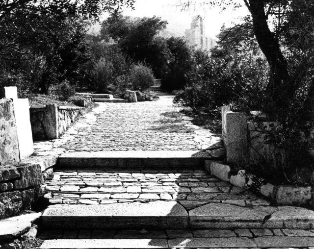 Αποκατάσταση δύο έργων του Πικιώνη σε Ακρόπολη και Φιλοπάππου   tovima.gr